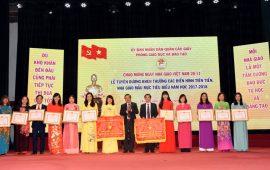 Trường Tiểu học Lý Thái Tổ tiếp tục vinh dự đón nhận Bằng khen Tập thể lao động xuất sắc cấp Thành phố